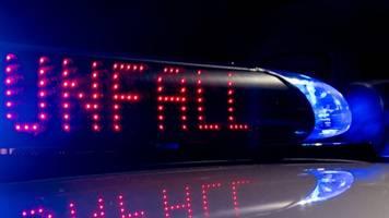 Radfahrer von Auto überfahren und schwer verletzt