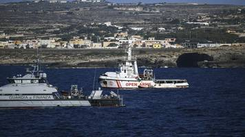 rettungsschiff: italien will migranten von open arms nach spanien bringen