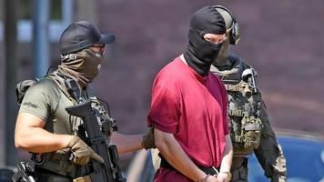 mordfall: ermittler im fall lübcke finden schusswaffen bei durchsuchungen