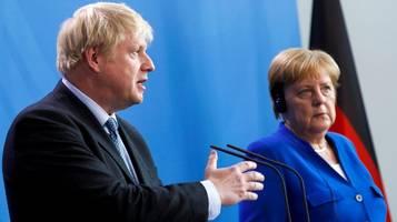 Boris Johnson sagt in Berlin wir schaffen das – auf Deutsch