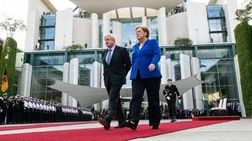 Besuch bei Mutti: Wie das Treffen von Johnson und Merkel in Großbritannien gedeutet wird