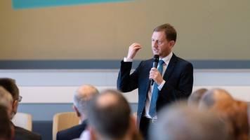 Kretschmer warnt vor Protest- und Anti-Merkel-Wahl