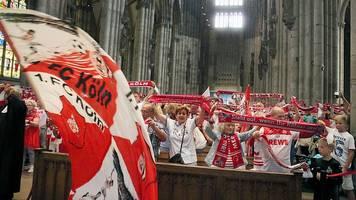 Mit Gottes Segen,  Mut und Hennes: Köln gegen den BVB