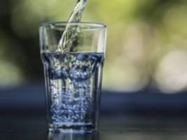 Mikroplastik: Gefahr aus der Wasserflasche?