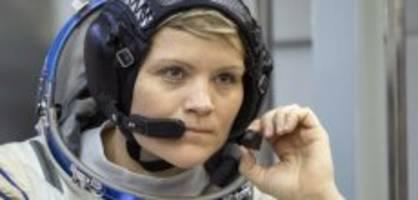 Zeitungsbericht: Astronautin begeht erstes Verbrechen vom All aus