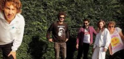 klima-notstand: schweizer musiker verzichten aufs fliegen