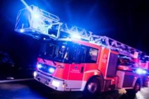 Brände: Brand in einem Entsorgungsbetrieb in Hamburg-Stellingen