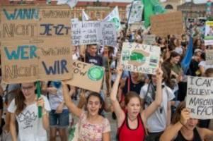 Demonstrationen: Zahlreiche Klimaaktivisten protestieren vor Wahlsonntag