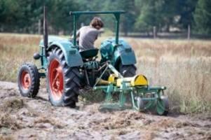 """ausflug-tipp: """"traktorentreffen"""": schlepperballett zu lande"""