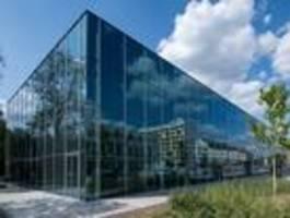 angela merkel eröffnet neues bauhaus-museum in dessau