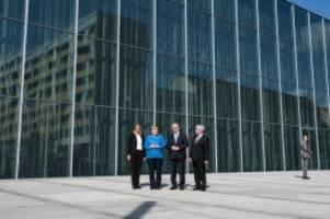 Umarmung der Stadt: Neues Bauhaus Museum zwischen Transparenz und Spiegeln