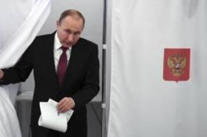 regionalwahlen in russland: kremlpartei verteidigt mehrheit - mit verlusten in moskau