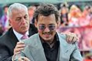 Johnny Depp in Hamburg - Fans reingelegt - sie kreischen für ein Double