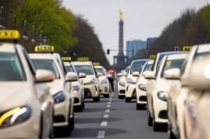 Acht Prozent rauf : Senat genehmigt höhere Preise für Taxifahrten in Berlin
