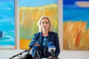 Regierung: Landesbischöfin wünscht Schwesig von Herzen Genesung