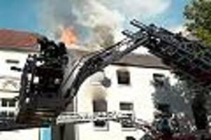 Haus droht einzustürzen - Sieben Kinder bei Brand in Gelsenkirchen schwer verletzt