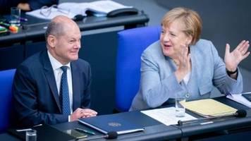Merkel spricht in Generaldebatte des Bundestags