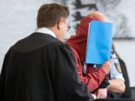 Raser-Prozess in Stuttgart: Nur noch ein Klumpen verbeultes Blech