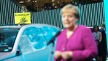 IAA: Angela Merkel sieht Autobranche vor großen Aufgaben