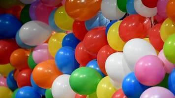 News von heute: Niedersachsens Grüne fordern Luftballonverbot