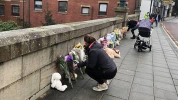 Radcliffe: England: Baby wird von Brücke in Fluss geworfen und stirbt