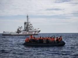 mittelmeer: evangelische kirche will schiff zur seenotrettung schicken