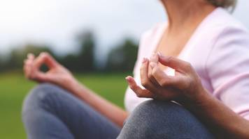 Bluthochdruck und Yoga: Diese Übungen sind gefährlich