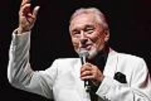 "Tschechische Schlager-Legende - Er sang ""Biene Maja""-Meldodie: : Karel Gott an Leukämie erkrankt"