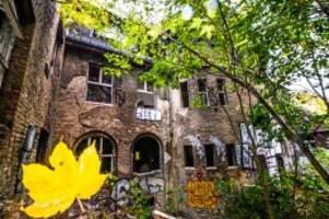 Betreten verboten: Neuer Zaun sichert altes Kinderkrankenhaus Weißensee
