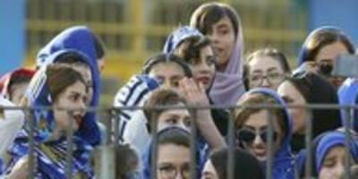 Stadionbann für Frauen im Iran: Der Tod des blauen Mädchens