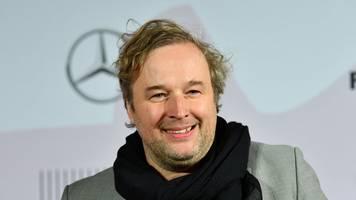 weissensee-darsteller: stephan grossmann will in seinem garten baggern