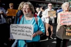 Demonstrationen: Luxus-Streit: Debatte um Berliner Markthalle zieht sich