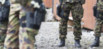 swisscoy-einsatz im kosovo: leutnant ruft «heil hitler!» und bleibt straffrei
