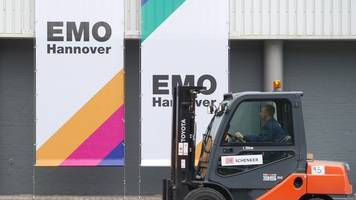 scheuer und weil eröffnen metallbearbeitungs-messe emo
