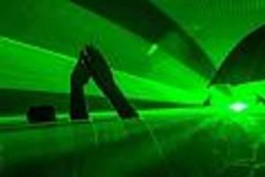 Weitere Besucher in Klinik - Techno-Fan stirbt auf Festival in Rheinland-Pfalz - Veranstaltung abgebrochen