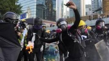 zehntausende demonstrieren trotz verbots in hongkong