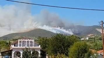 video: feuer wütet auf griechischer insel
