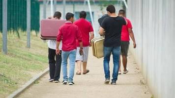Statistik: Zahl der staatlich unterstützten Asylbewerber sinkt erneut