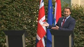 Video: Johnson lässt Pressekonferenz sausen