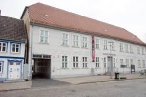 Kunst: Aktionskünstler Wehrli in der Kunstsammlung Neubrandenburg