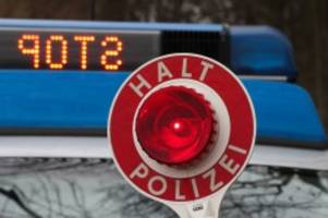 Celle: Frau fährt betrunken und mit kaputtem Auto an Polizei vorbei