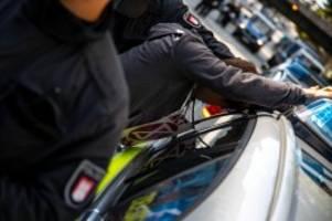 Hamburg/Halstenbek: Lkw-Fahrer und Angehörige attackieren Polizisten
