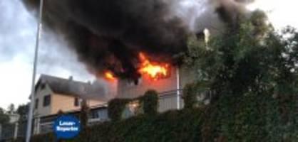 Beinwil am See AG: Firmengebäude steht in Flammen