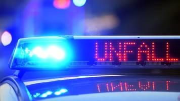 Autofahrerin schläft am Steuer ein und baut schweren Unfall