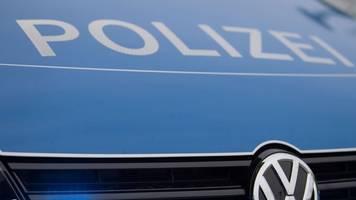 Frau versteckt sich auf Flucht vor Polizei unter Solarzellen