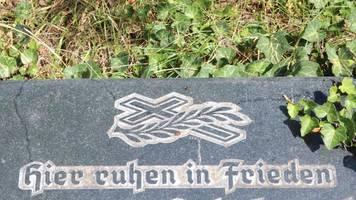 Vorfall im Sauerland: Unbekannte verbuddeln Huhn auf Friedhof