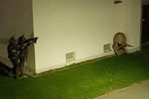Mann feuert mit Gaspistole auf Polizist: So lief der SEK-Einsatz