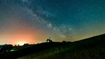 schwarzes loch der milchstraße gefräßiger als bisher