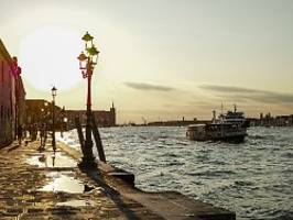 Bad in Venedig kostet 3000 Euro: Polizei fischt nackte Hooligans aus Kanal