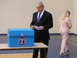 kopf-an-kopf-rennen in israel: netanjahu muss um machterhalt zittern